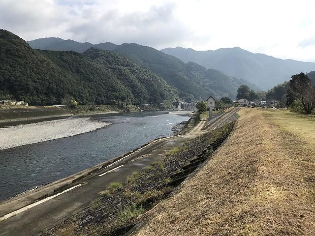 球磨川ダム側を望む