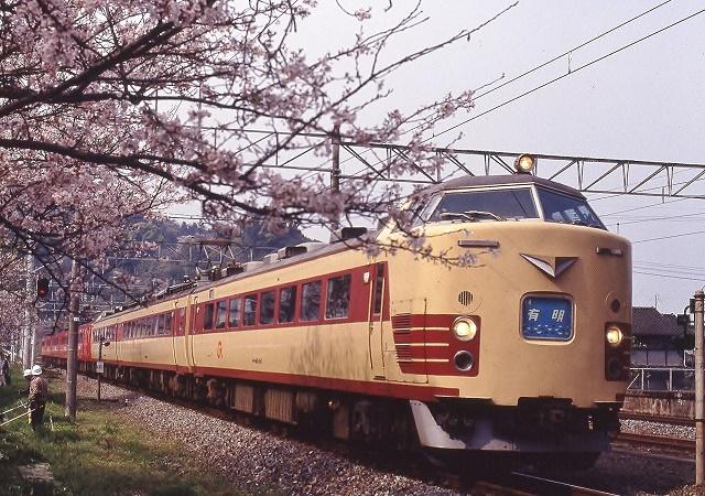 日奈久駅を通過する有明
