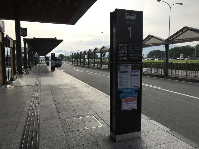 空港前バス乗り場群