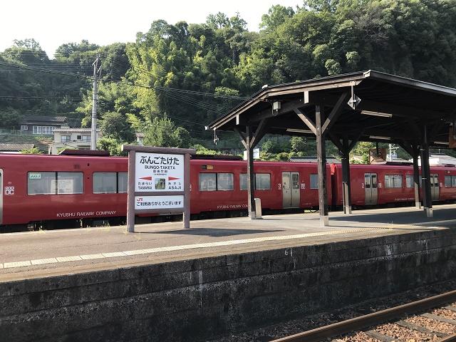 豊後竹田駅のホームに停まる汽車