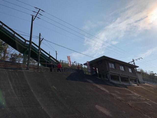 田原坂駅見上げる