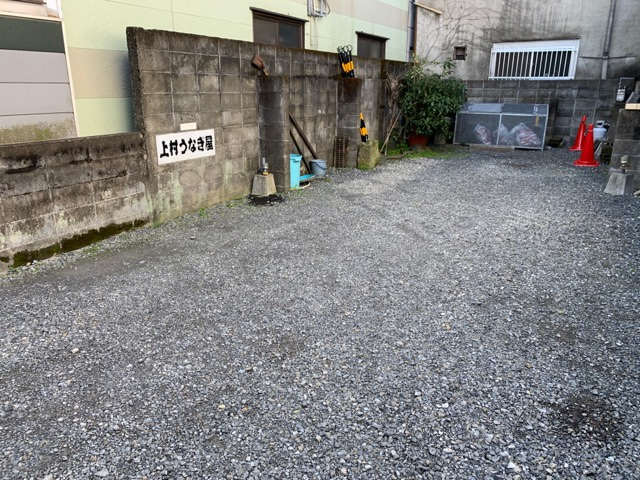 横の駐車場