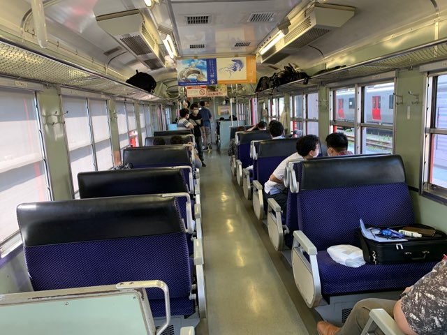 団体列車車内